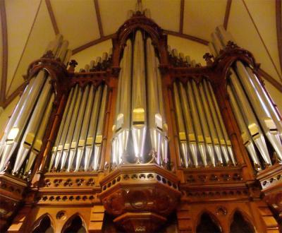 Contrebombarde com Concert hall
